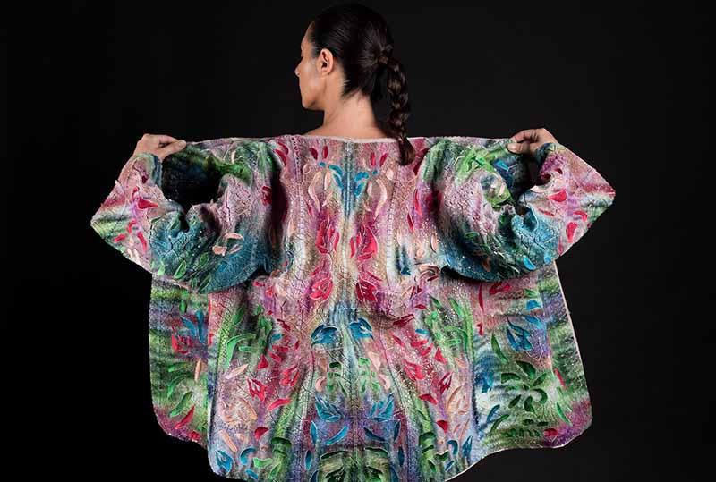 与Stratasys合作将3D多色印花和服从传统IKAT编织中汲取灵感,直接印在织物上。图片由Ganit Goldstein提供.jpg