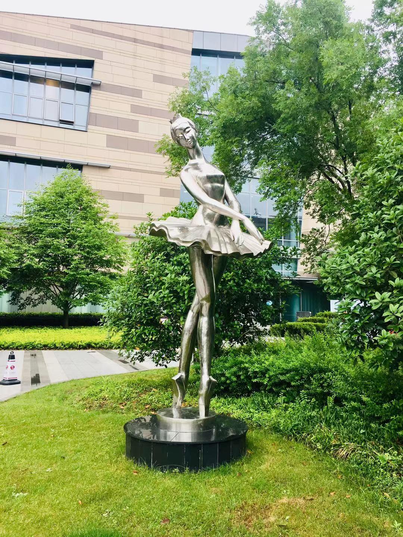 雕塑实物图